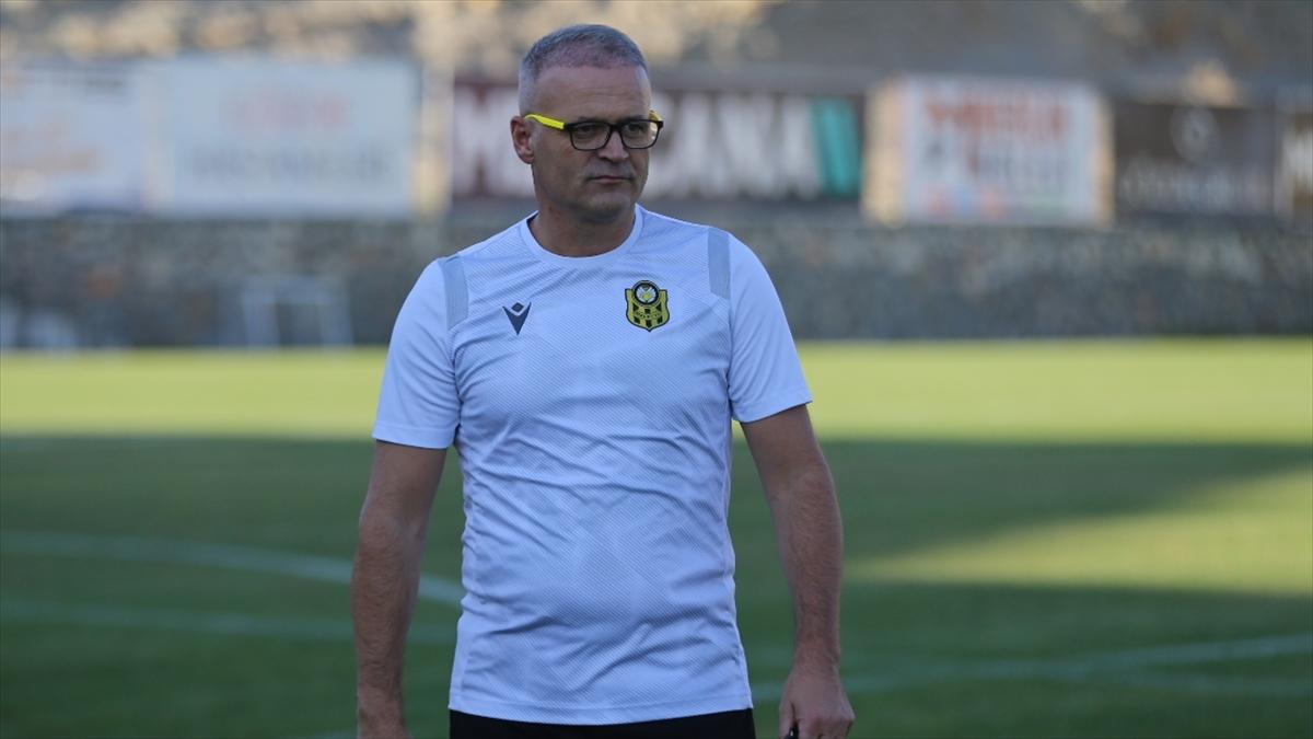 """Yeni Malatyaspor Teknik Direktörü Buz'dan """"yabancı oyuncu kuralı"""" açıklaması: Rekabet kaliteyi yükseltir"""