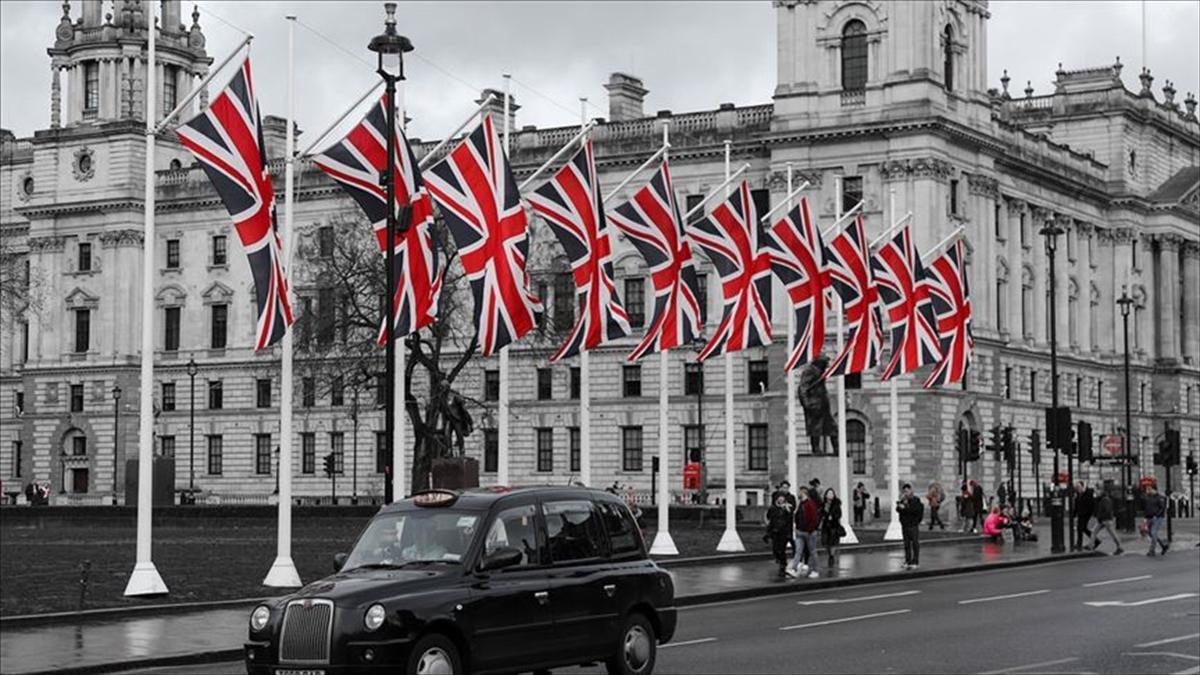 İngiltere, tır ve kamyon şoförü açığına çözüm için 5 bin geçici vize verecek