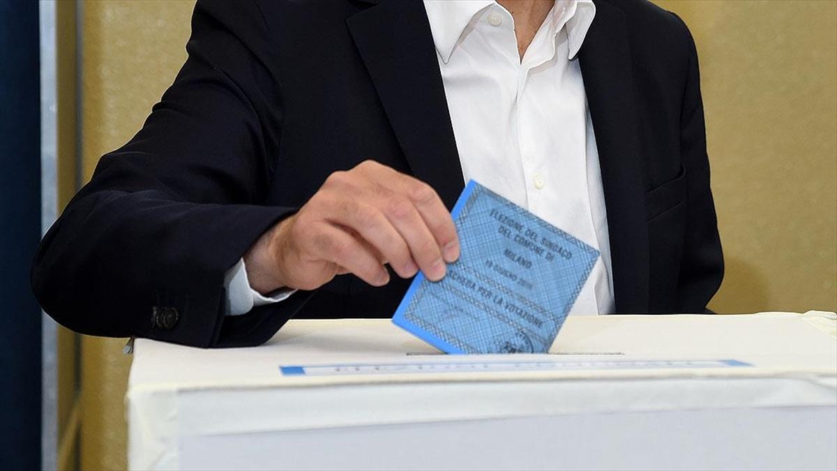 İtalya'da kısmi yerel seçimlerde oy kullanma işlemi başladı