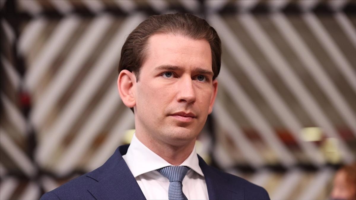 Avusturya'da İslam karşıtı Başbakan Kurz'un yolsuzluk soruşturması sonucu istifası tartışılıyor