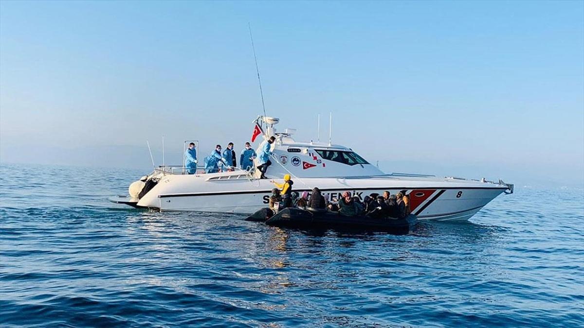 İzmir'de 46 sığınmacı kurtarıldı