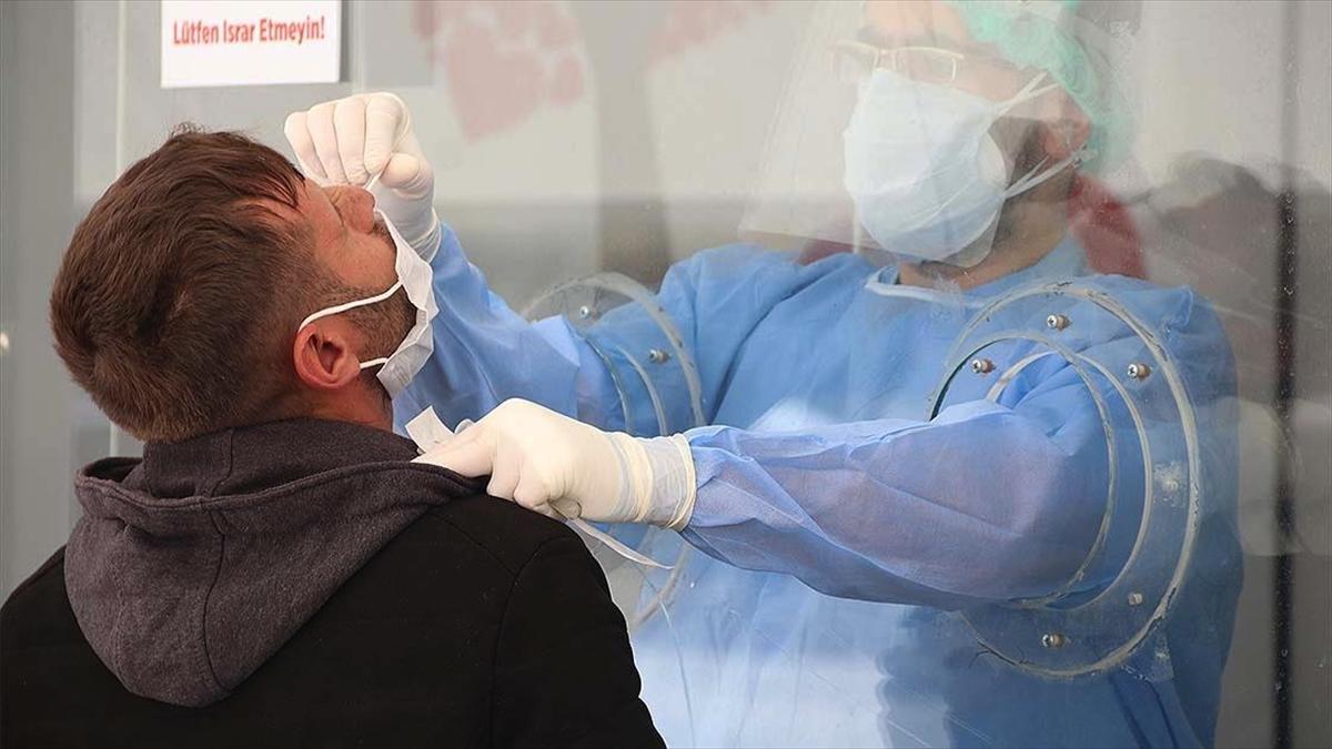 Diyarbakır'da sürüntü örneklerinin alındığı Kovid-19 kliniğinin kapasitesi artırıldı