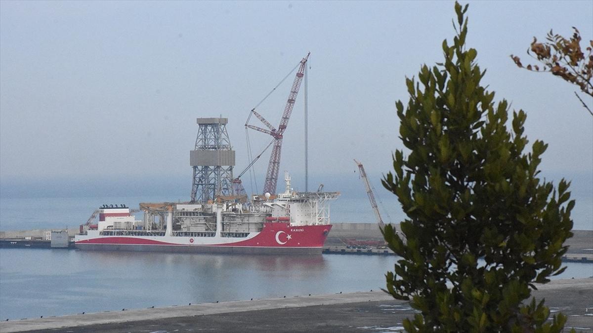 'Kanuni' sondaj gemisinin kule dikimi yapıldı