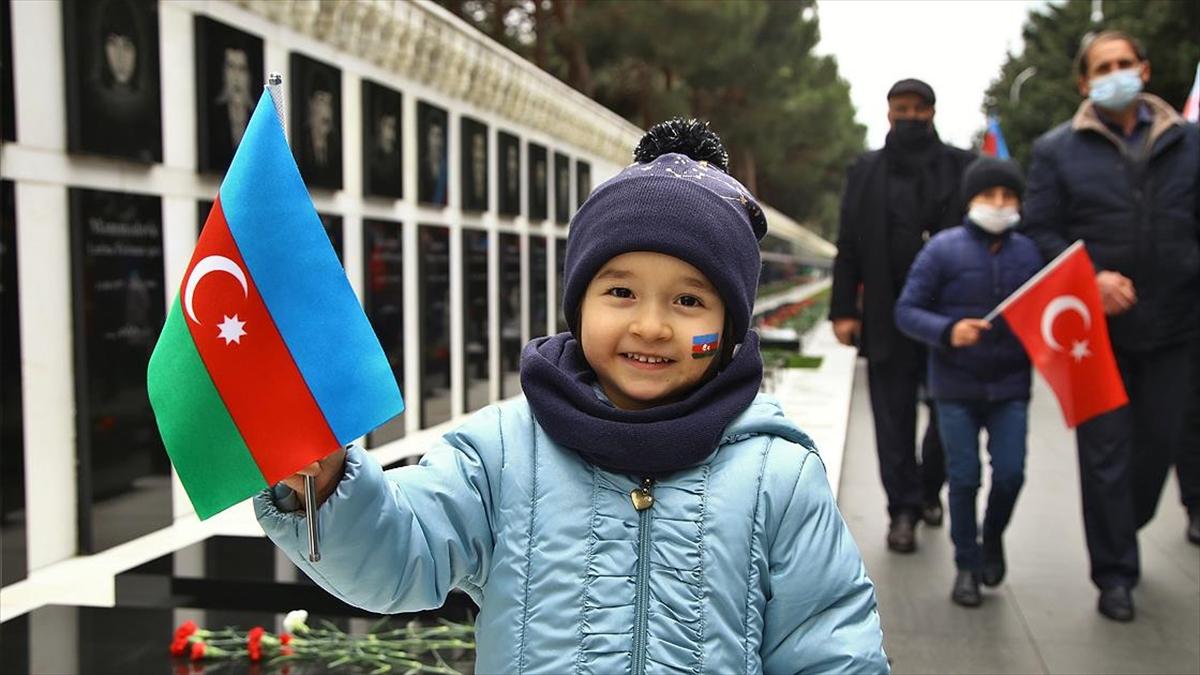 Azerbaycanlılar Laçın'ın işgalden kurtuluşunu kutluyor