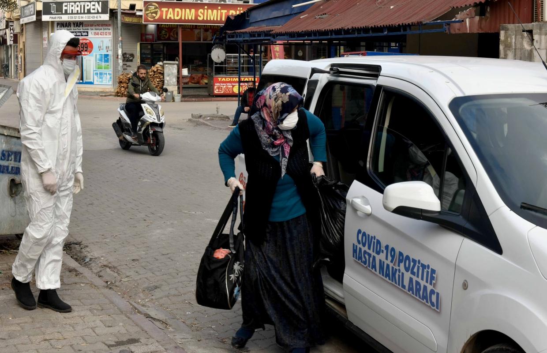 Adana Büyükşehir Belediyesi, covid-19 la mücadelede yeni yöntemler geliştiriyor