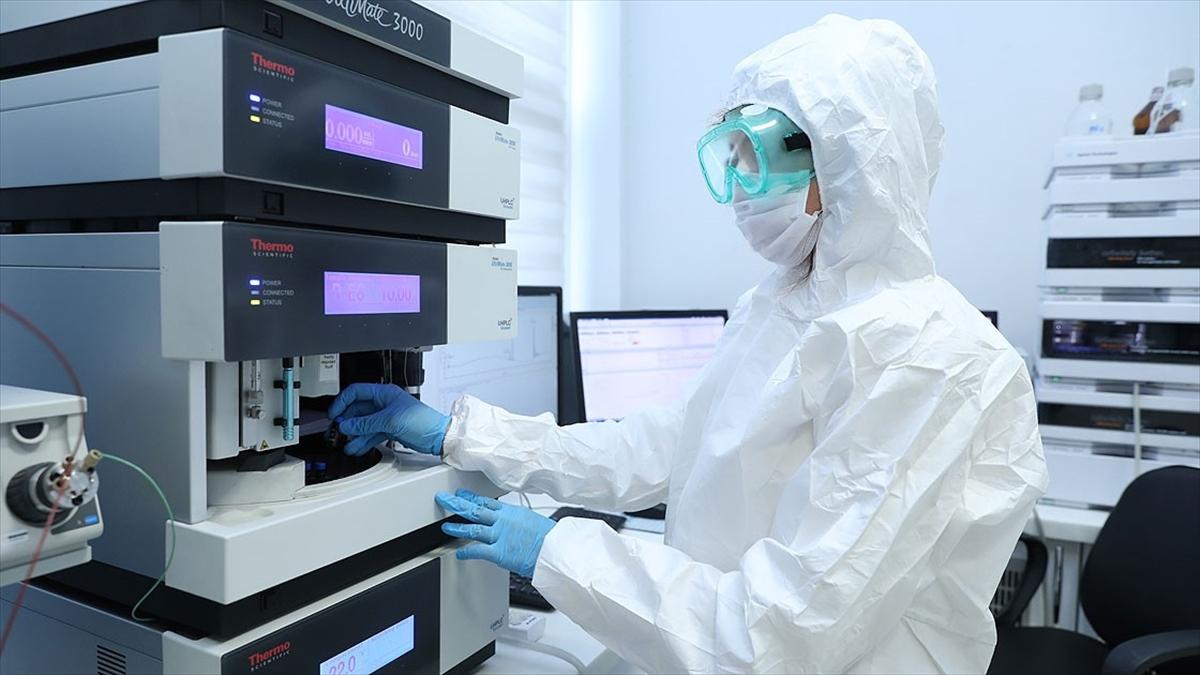 Kovid-19 aşısının analizleri Sağlık Bakanlığı laboratuvarlarında devam ediyor