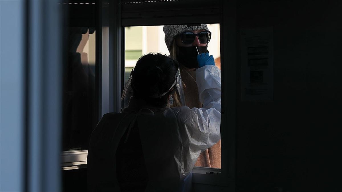 Dünya genelinde Kovid-19 tespit edilen kişi sayısı 87 milyon 643 bini geçti