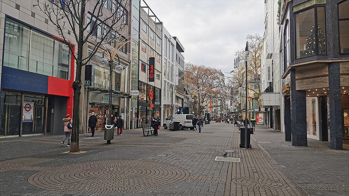 Almanya'da işletme sahipleri Kovid-19 önlemlerini iş yerlerini açarak protesto edecek