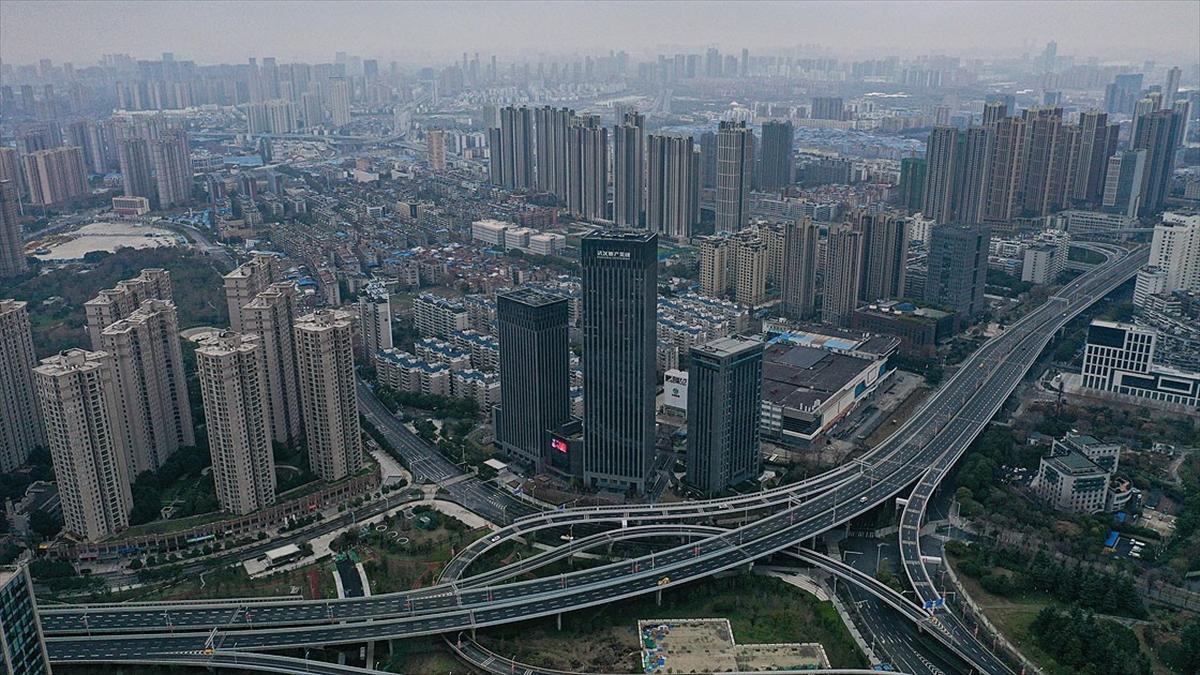Kovid-19'un kökenini araştıracak DSÖ heyeti Çin'in Vuhan kentine ulaştı