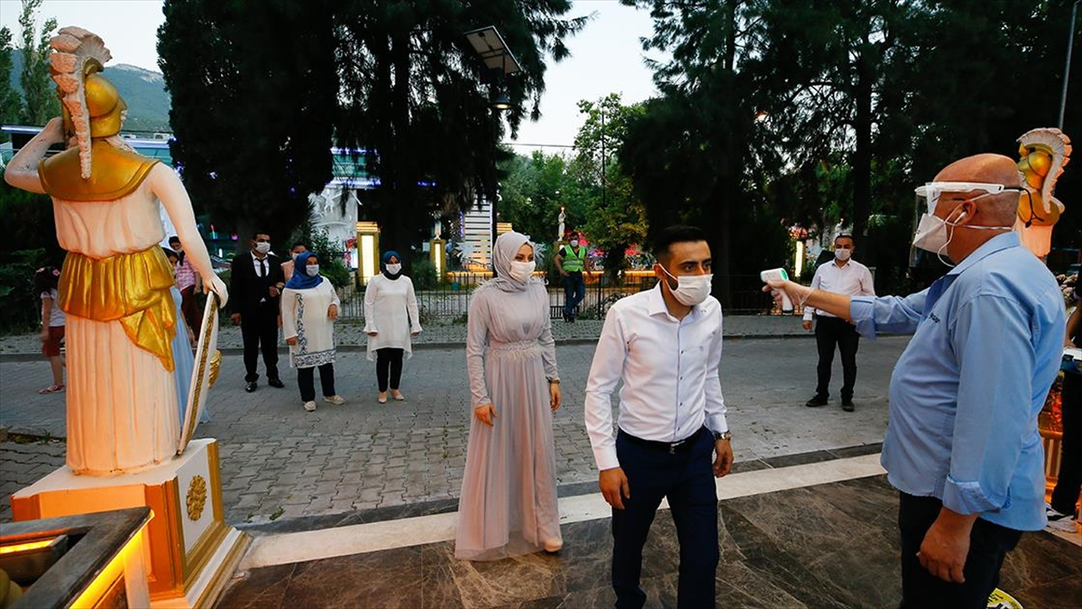 İstanbul'da 2020'de düğün salonlarında doluluk oranı yüzde 85 azaldı