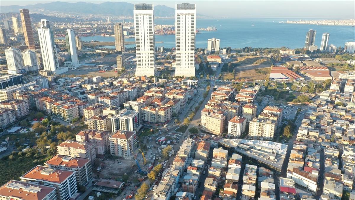 İzmir'de depremin ardından acil yıkılan 71 binada inşaat çalışmaları başladı