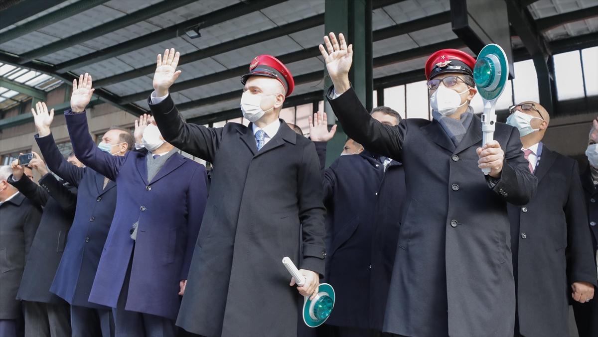 Rusya ve Çin'e gidecek ihracat trenleri Ankara Gar'dan uğurlandı
