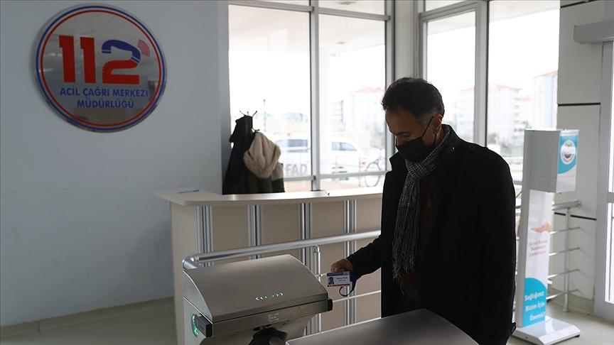 Din görevlisi sağlık çalışanlarına destek için 112 Acil Çağrı Merkezinde görev aldı