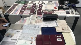 İstanbul'da 2 binin üzerinde sahte seyahat belgesi düzenleyen şüpheli tutuklandı