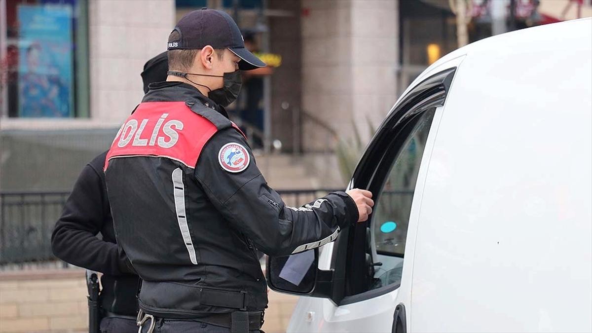 Ülke genelindeki 'Aranan Şahıslar ve Göçmen Kaçakçılığı Uygulaması'nda çeşitli suçlardan aranan 2 bin 475 kişi yakalandı