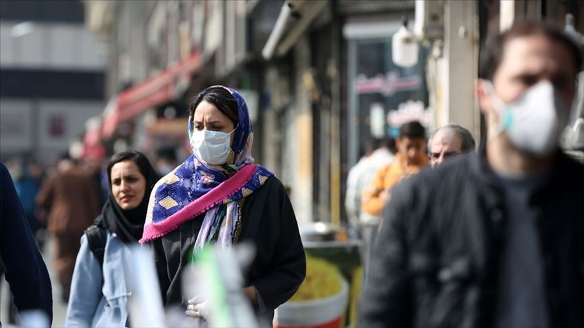 Aşılama çalışmalarına henüz başlamayan İran, Kovid-19 vakalarının yeniden artmasından kaygılı
