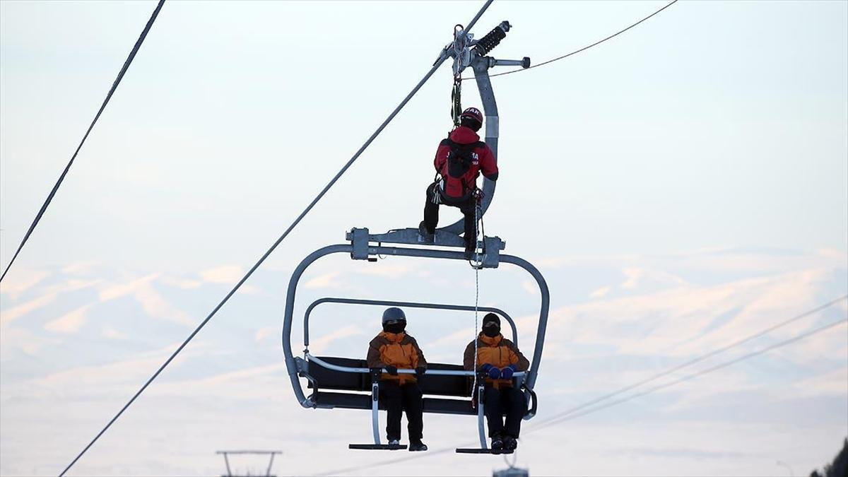 JÖAK ve JAK timleri Palandöken'deki turistlerin güvenliği için 'daima göreve hazır'