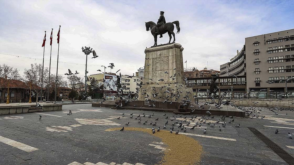 Türkiye genelinde hafta sonu uygulanan sokağa çıkma kısıtlaması sona erdi