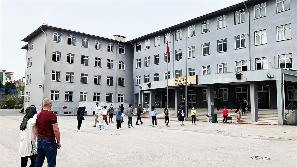 İstanbul'da adaylar ALES-1 sınavına girdi