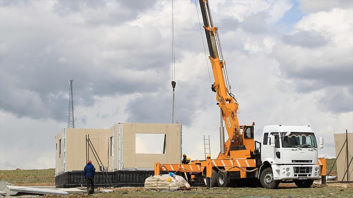 Van'daki depremzedeler sonbaharda kalıcı konutlarına kavuşacak