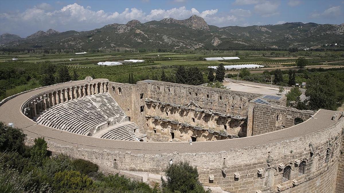 Aspendos Antik Kenti'nin UNESCO'nun kalıcı listesine alınması için çalışma yürütülüyor