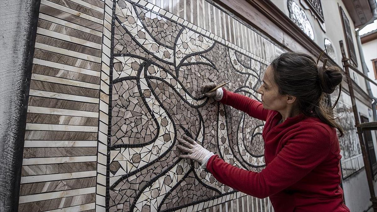 Sanatçı Menekşe Bilgiç'in eserleri, Fener Sokak duvarlarını süsleyecek