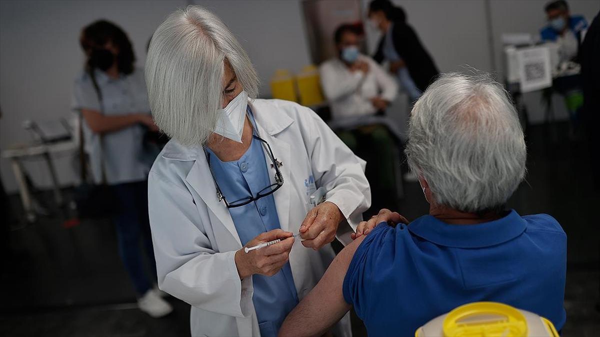Dünya genelinde 2 milyar 880 milyon dozdan fazla Kovid-19 aşısı yapıldı