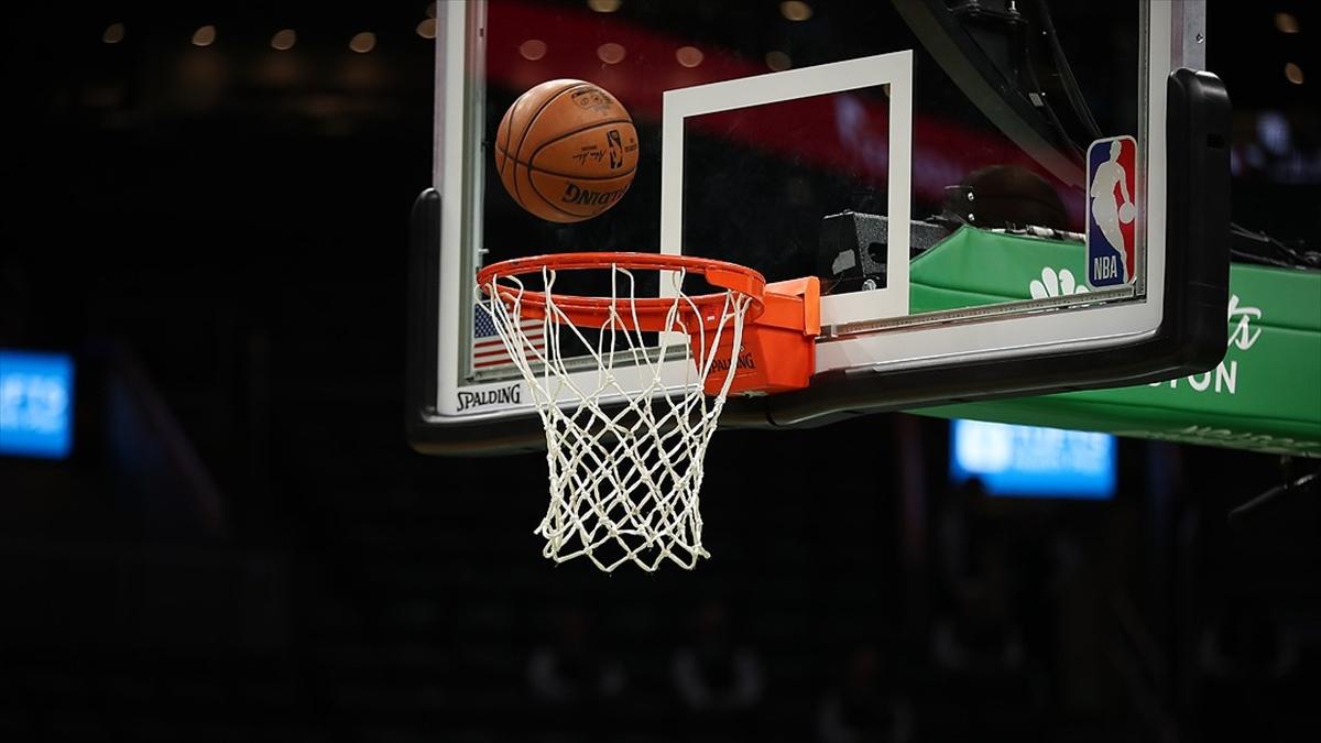 NBA final serisinde Suns'a karşı ilk galibiyetini alan Bucks, durumu 2-1 yaptı