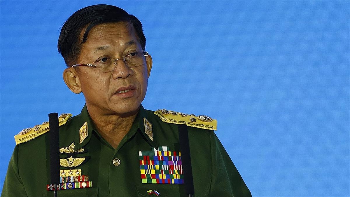 Myanmar'da darbe lideri General Hlaing, olağanüstü halin 2023'e kadar süreceğini açıkladı