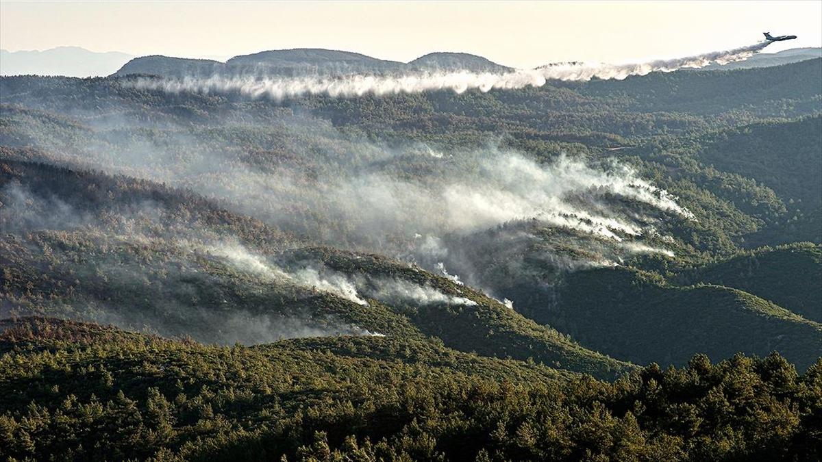 Muğla Valiliği: Kentteki yangınlara 7 Uçak, 39 Helikopter, 2 İHA, 10 bin 547 personel, 2 bin 545 araçla müdahale edildi