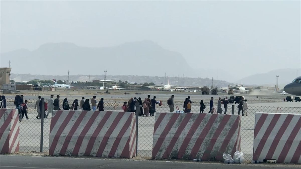 Kabil Uluslararası Havalimanı'nda tahliye hareketliliği sürüyor