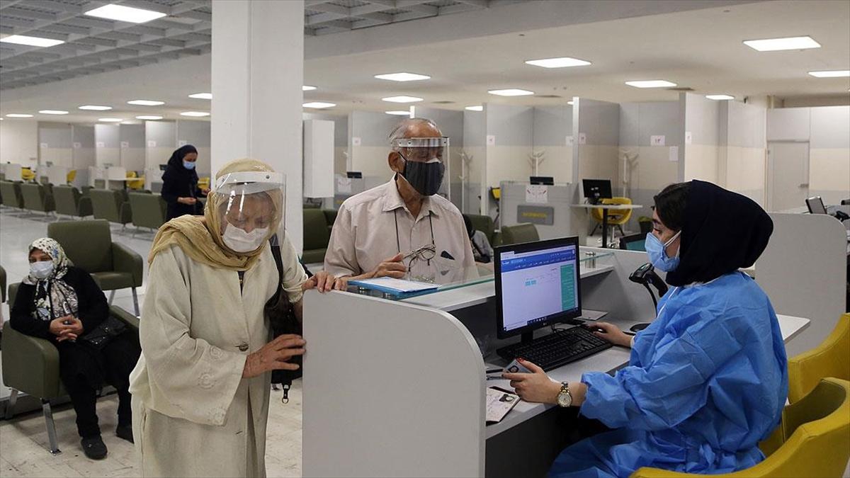 İran'da Kovid-19 kaynaklı günlük can kaybında yeni rekor