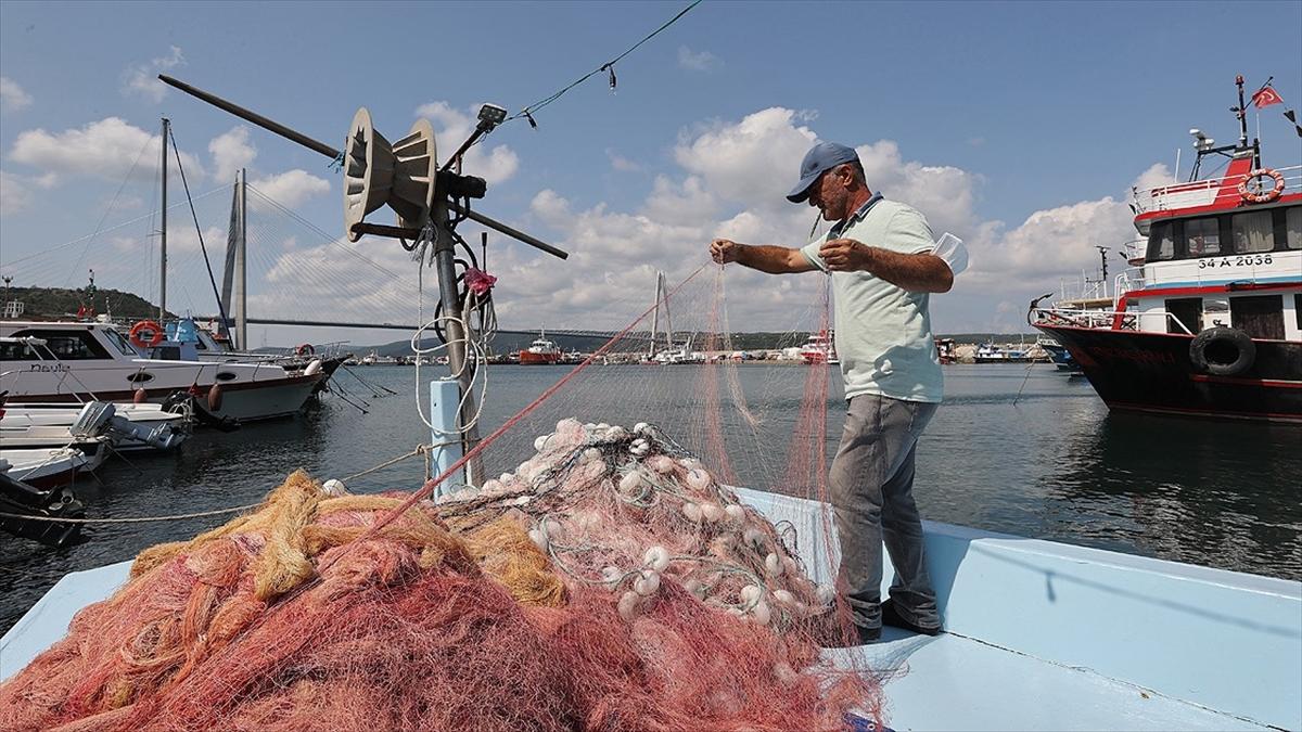 İstanbullu balıkçılar 'vira bismillah' demek için gün sayıyor