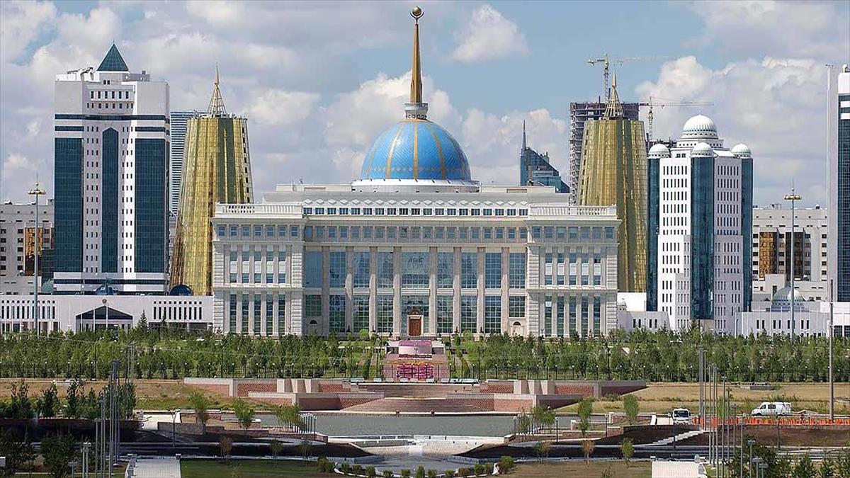 Kazakistan'ın yeni Savunma Bakanı Murat Bektanov oldu