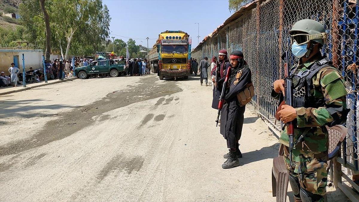 Pakistan, Afganistan sınırına çektiği tel örgüleri neredeyse tamamladı