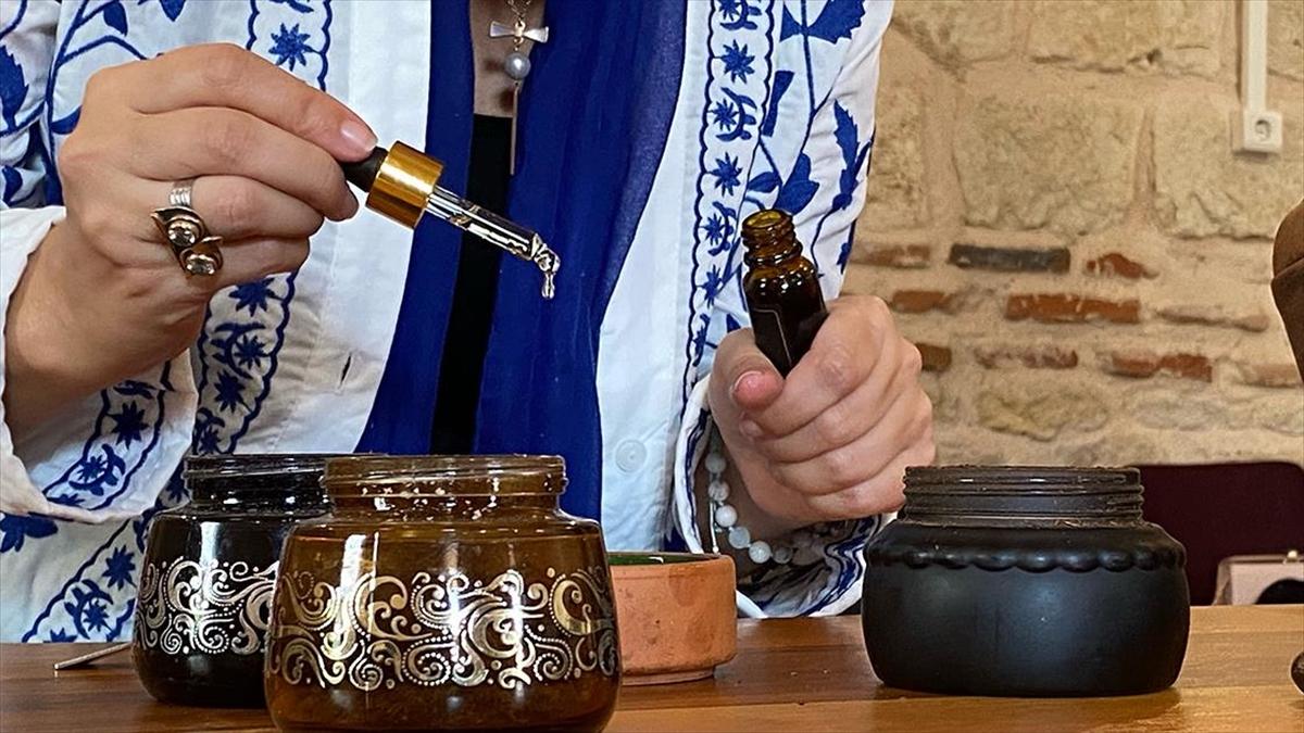 Koku uzmanı adayları son derslerini Osmanlı Şifahanesi'nde yaptı