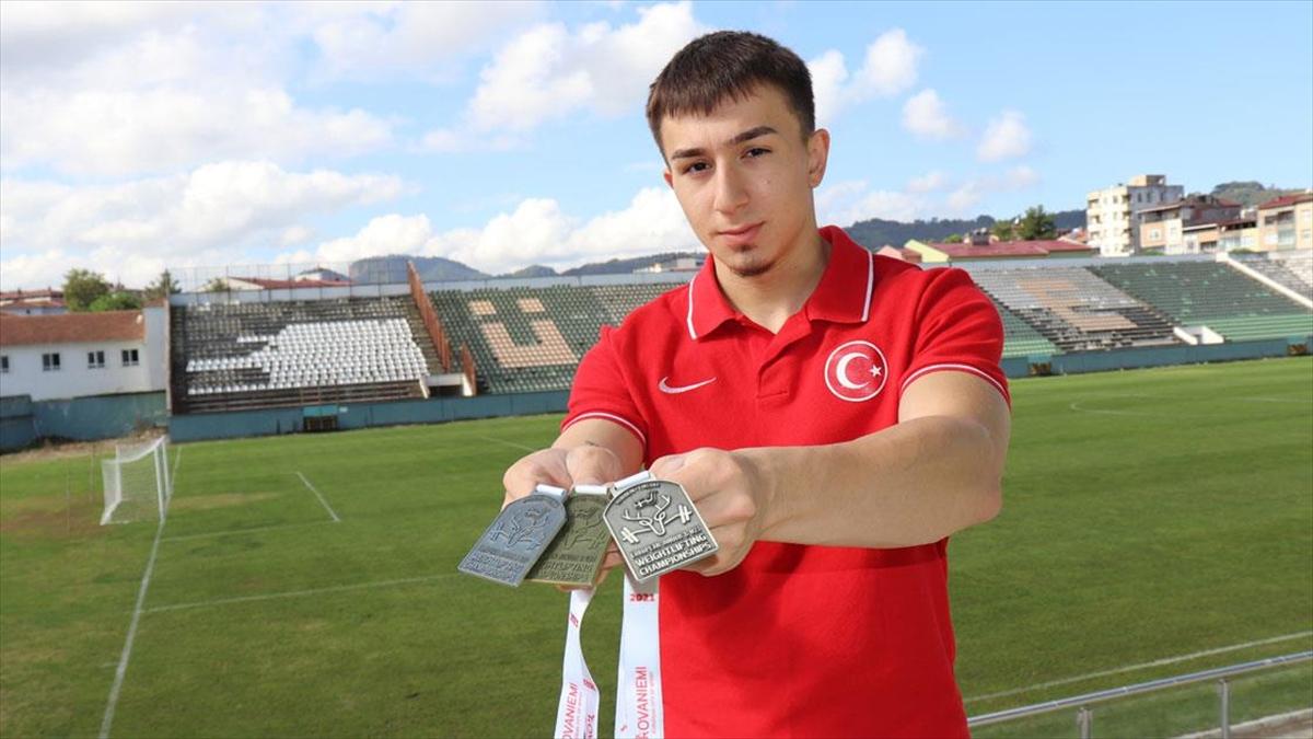 Milli halterci Yusuf Fehmi Genç'in hedefi olimpiyat altın madalyası