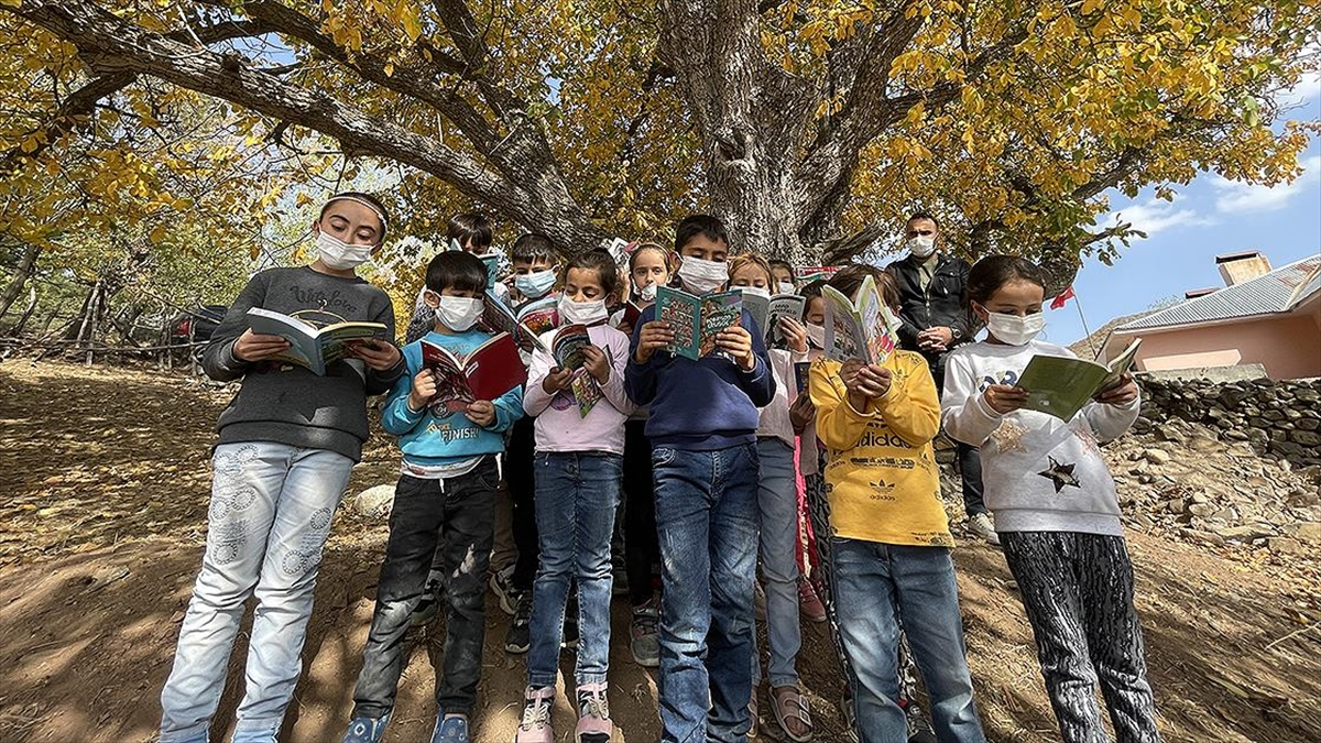 Başlattığı kampanyayla Bingöllü binlerce köy çocuğunu kitapla buluşturdu